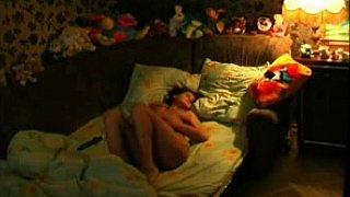 Teen babe masturbating on the bed