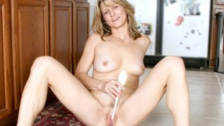 Amateur Milf Berkley gets nude and stuffs a dildo for orgasm