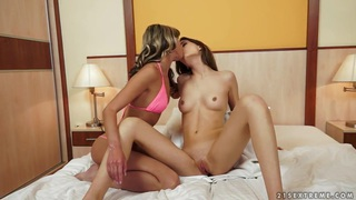 Hot lesbian sexual intercourse featuring Tina Blade