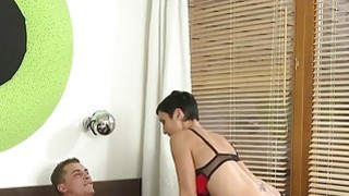 Short haired mom has morning fuck