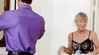Sexy mature lady Leilani Lei shows her experience with cock