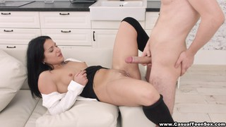 Girlfriend gets jizzed on after lunch break