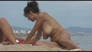 Spy video featuring nude girls on Barcelona beach