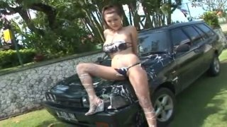 Kinky car washer Yoko Matsugane shows her boobs outdoors