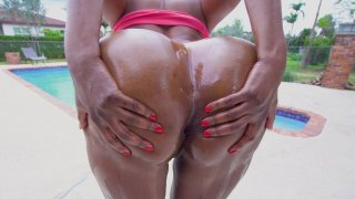 Yum Thee Boss shows off her big butt poolside