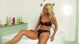 Mature blonde sexpot Marylin in her sexciting water procedures