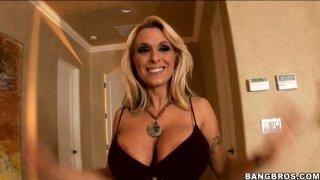 Luxurious blonde strumpet Holly Halston gives hot titjob