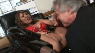 Grey-haired daddy eats tasty pussy of Ava Devine